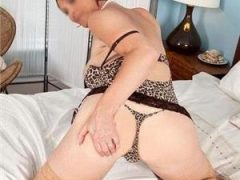 Curve Bucuresti Sex: Matura 47 ani, te astept la mine sau la telefon max.15 min. caut o colega, urgent